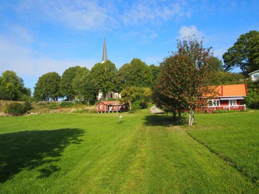 Sjöängen med Röda boden och Trädgårdsvillan, några av gårdens äldsta bevarade byggnader