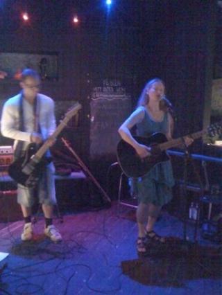 Martin Aakervik elgitarr, Madeleine Ericson sång och akustisk gitarr 2010