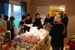 De sålde även julkärvar och minijulgranar till de som var intresserade.