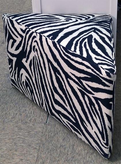PUFF 3-kantig Här i Funky Zebra från DFV for kravet