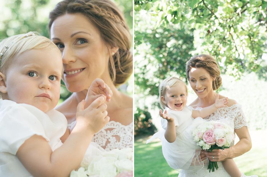 Mamma och dotter på bröllop på Österlen
