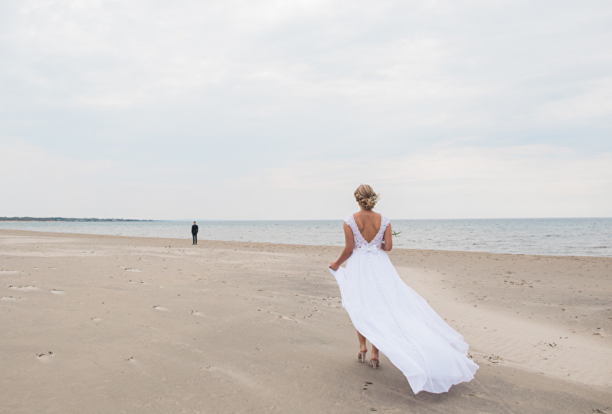 The first look! Weddingphotographer Rebecca Wallin