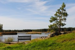 Sittplats för njutningsfulla stunder vid vattnet