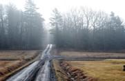 Kladdiga grusvägar är ett säkert vårtecken på landet.