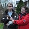 Daniel och Annette tog med sig Harry hem till husse Thomas och rhodesian Tacha. Harry blir också kvar här i Haninge