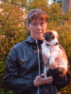 ERika tog med sig Knaster hem till Ånge där gordongrabbarna Dunder och Storm väntade