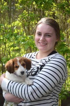 Amanda kommer att se till att Fenna får ett fint liv i Eskilstuna tillsammans med de andra hundarna Corinne och Sheila.