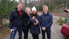 Kira med sin nya familj Sundelin innan den långa resan till Helsingborg