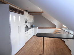 Kök med litet loft i lägenhet C