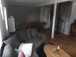 Kakelugn och spiraltrappa i Lägenhet A