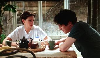 Julia Roberts och Hugh Grant dricker te i gröna Bang muggar från IKEA i filmen Nothing Hill.