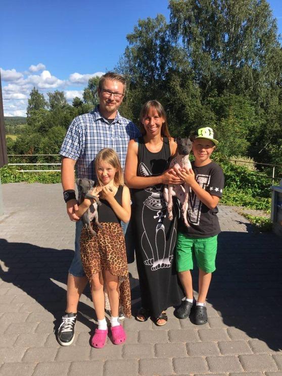 Familjen Andeblom med Cherrie och Tom.