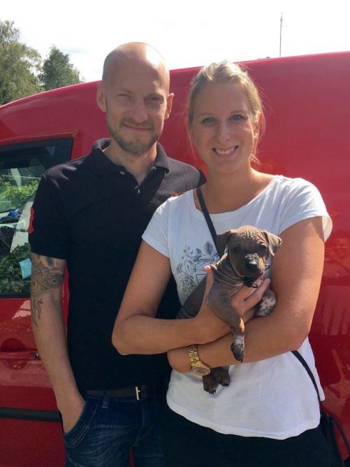 Aston med sin nya husse och matte :)