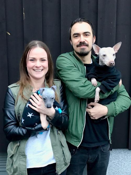Matte Camilla med Frost, och husse Adam med storebror Rio från Nims förra kull.