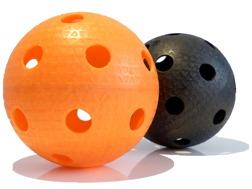 oranje en zwarte floorballs