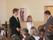Joonas och Åsa tackas av rektor Kalev Konsa