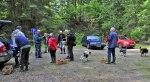 Här gör de 13 medlemmarna sig i ordning för att ge sig ut i Grimmetorpsskogen!