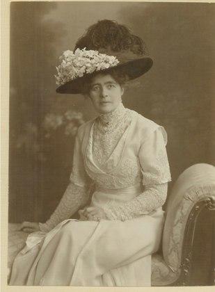 Ellen Hammar (gift med John 1896). Förmodad dotter till Carl XV och Hanna Styrell (Stjernblad).