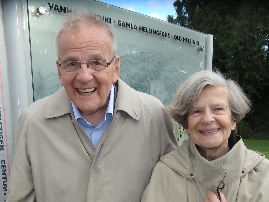 Inger och Olof Ruin på platsen där Helsingfors först grundades