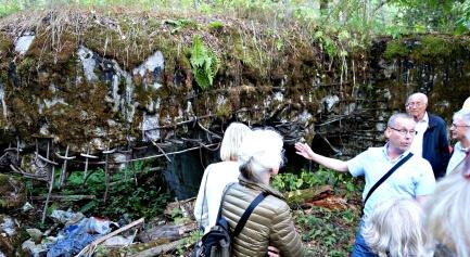 Överste Pasi Kesseli visar en sprängd finsk bunker för eftertänksamma Samfundsmedlemmar