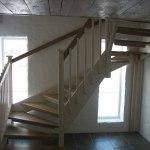 Vitmålad U-trappa med Eksteg