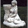 """""""Flicka med kruka"""" Art.nummer: 1410, Vikt:12 kg, Höjd: 34 cm"""