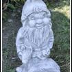 """""""Tomtenisse med ett rådjur"""" Art.nr: 1414, Vikt: 17 kg, Höjd: 40 cm"""
