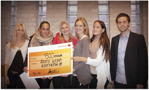 Vinnarna Keep Fresh och prisutdelare Calle från Hemsida24. Foto: Jenny Blomedal