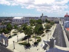 Parque Jos? Mart? p? torget Plaza de Armas i Cienfuegos