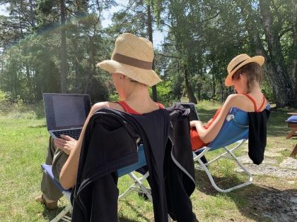 Sommar och skrivtid. Vilken lyx att få vara lektör i Litterära Konsulters sommarskola Skriv romanen.