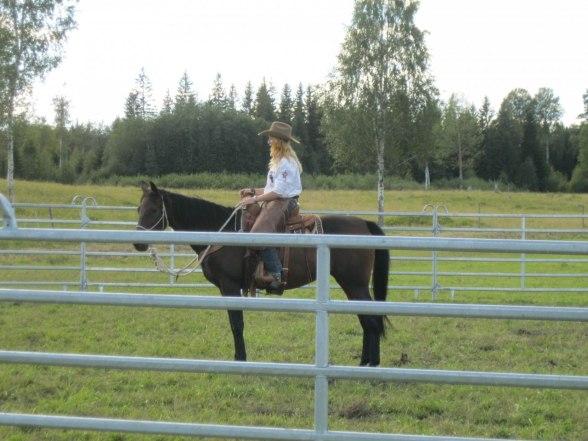 Jag och träningshästen Heaven på Rältagården