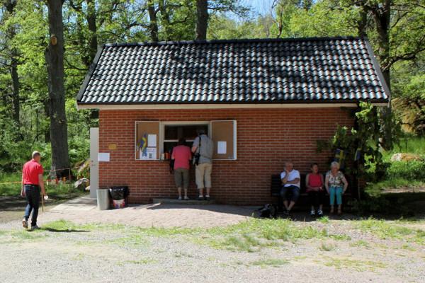 Den nya kiosken med kök och toaletter