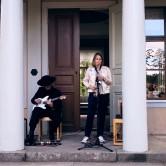 Musikperformance Backa Carin  Ivarsdotter och Mattias Johnsson, Mackmyra Skulpturpark 2019, Ekosystem