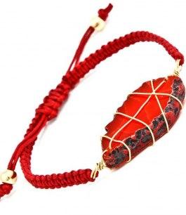 Armband med röd sten