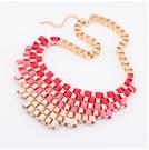 Halsband med guldkedja och band i magenta, rosa & cremévitt