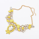 Statement halsband med stenar i gult & kristall