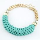 Kort halsband i turkost tyg, passar perfekt till sommaren!