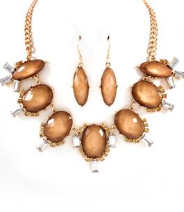 Halsband & örhängen med guldfärgade stenar