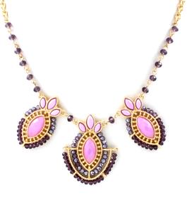 Somrigt halsband med underbara färger