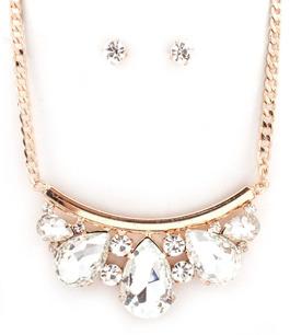 Halsband och örhängen i gnistrande kristaller