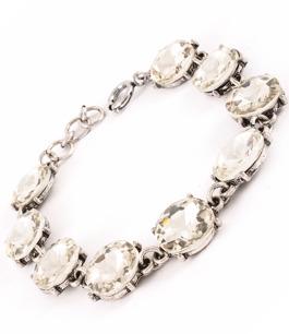 Underbart armband med nio stenar