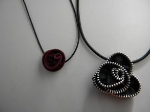 Dessa häftiga smycken är skapade av dragkedjor!