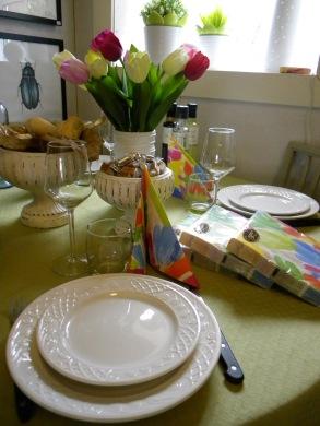 ...bordet är alltid vackert dukat för inspiration.