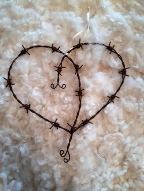 En ny typ av taggtrådshjärta. Finns i många olika former.