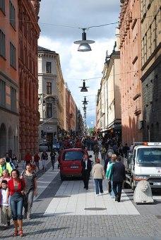 Drottninggatan söderut från Tegnergatan. I fonden Katarina kyrka.
