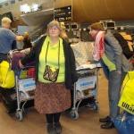 Köar på Arlanda för att checka in väskor