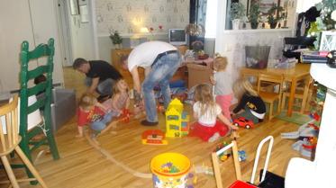 När vi byggde tågbana kom Johan och hans kompis med i byggandet, alla tyckte det var roligt :)