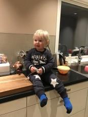 Hjälper Solweig i köket