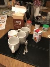 Till frukost idag gjorde vi choklad , mjölken slut så vi gjorde riktig choklad med grädde och vatten mums!