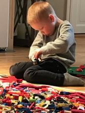 Just nu är det bygga och konstruktionslekar som fångar barnens intresse